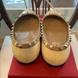 Valentino Shoes - Valentino Rockstud Flat in Winter White